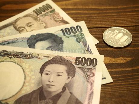 お札と五百円硬貨9の写真素材 [FYI01252203]