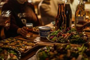 レストランでのディナーのイメージの写真素材 [FYI01252244]