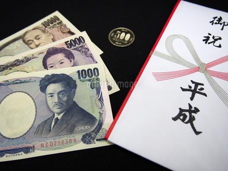 平成とお札と五百円硬貨2の写真素材 [FYI01252385]