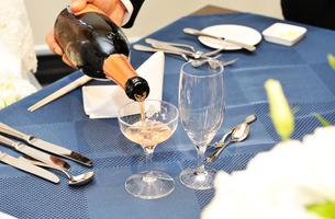 ブライダルの乾杯のイメージの写真素材 [FYI01252394]