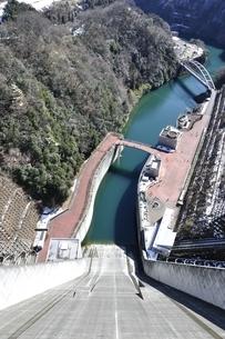 宮ヶ瀬ダム 観光放流の写真素材 [FYI01252671]