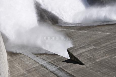 宮ヶ瀬ダム 観光放流の写真素材 [FYI01252677]