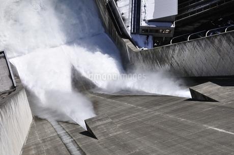 宮ヶ瀬ダム 観光放流の写真素材 [FYI01252681]