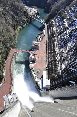 宮ヶ瀬ダム 観光放流の写真素材 [FYI01252682]