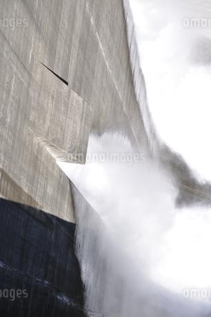 宮ヶ瀬ダム 観光放流の写真素材 [FYI01252683]