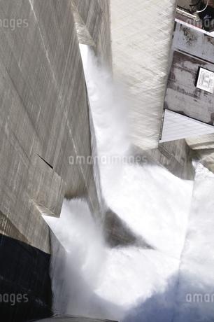 宮ヶ瀬ダム 観光放流の写真素材 [FYI01252684]