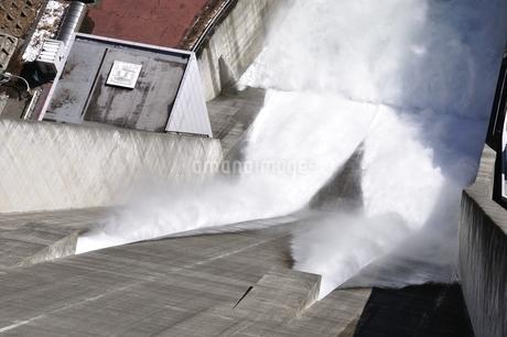 宮ヶ瀬ダム 観光放流の写真素材 [FYI01252685]
