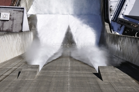 宮ヶ瀬ダム 観光放流の写真素材 [FYI01252689]