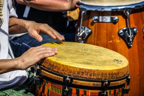 太鼓(ボンゴ)のイメージの写真素材 [FYI01252696]