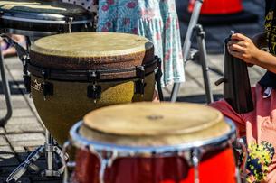 太鼓(ボンゴ)のイメージの写真素材 [FYI01252697]