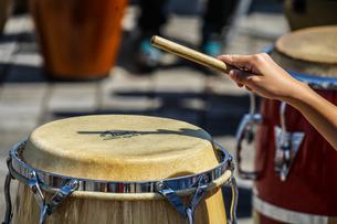 太鼓(ボンゴ)のイメージの写真素材 [FYI01252698]