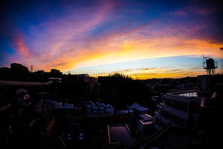 夕暮れと街並みの写真素材 [FYI01252703]