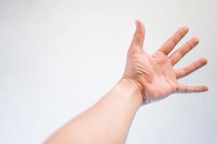男性の手のイメージの写真素材 [FYI01252737]