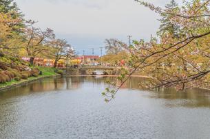 春の米沢城跡の風景の写真素材 [FYI01252774]