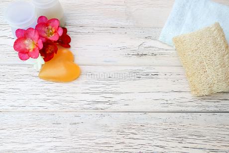 ハート型の石鹸の写真素材 [FYI01252785]
