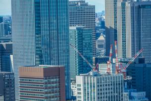 東京の街並みと建設中のビルの写真素材 [FYI01253195]
