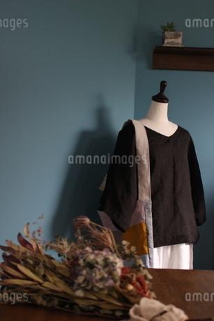 洋服のディスプレイの写真素材 [FYI01253658]