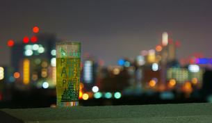 野外でお酒イメージの写真素材 [FYI01254530]