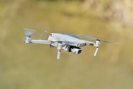 空撮専用の小型ドローンの写真素材 [FYI01254540]