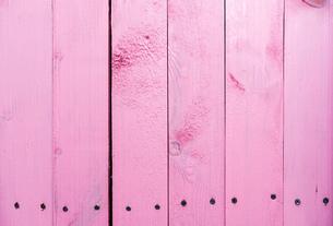 ピンク色の木目 背景の写真素材 [FYI01254852]