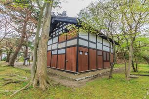 春の久保田城の御物頭御番所の風景の写真素材 [FYI01254907]