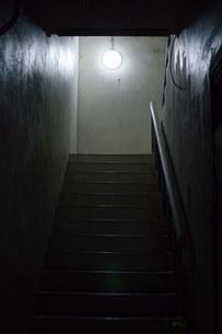 階段の明かりの写真素材 [FYI01255186]