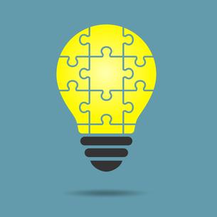パズルの電球イラストのイラスト素材 [FYI01255919]