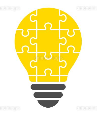 パズルの電球イラストのイラスト素材 [FYI01255920]