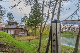 春の新庄城跡の小納戸櫓跡から見た風景の写真素材 [FYI01256017]