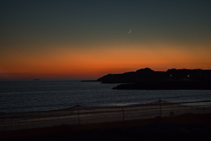 日暮れのビーチの写真素材 [FYI01256028]