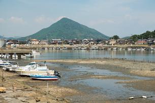 潮の引いた船着場の写真素材 [FYI01256336]