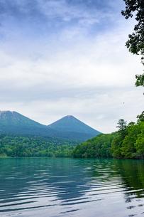 静寂の湖オンネトーの写真素材 [FYI01256349]