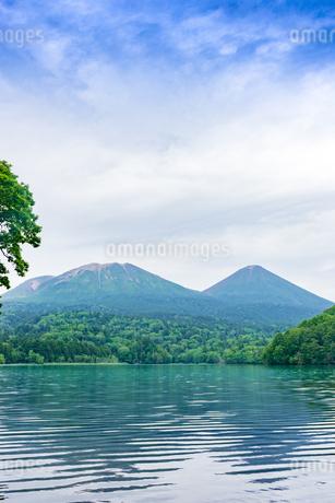 静寂の湖オンネトーの写真素材 [FYI01256351]