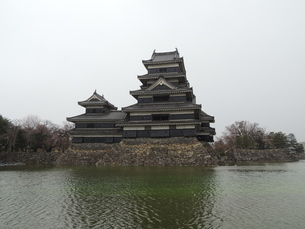 松本城天守閣の写真素材 [FYI01256396]