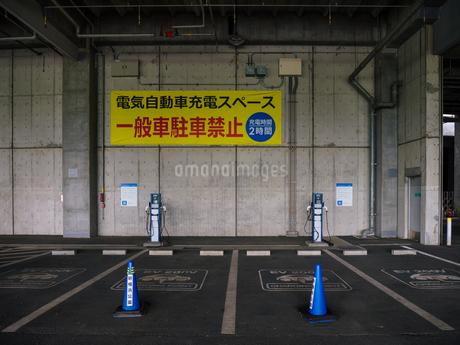 電気自動車 充電スペースの写真素材 [FYI01256649]