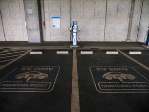 電気自動車 充電スペースの写真素材 [FYI01256650]