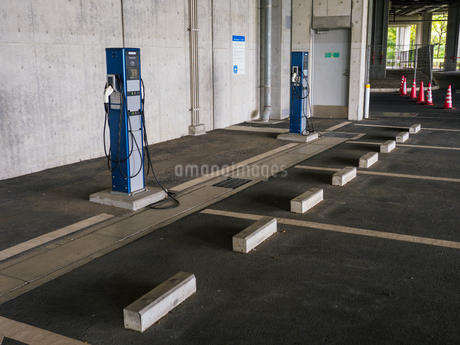 電気自動車 充電スペースの写真素材 [FYI01256652]