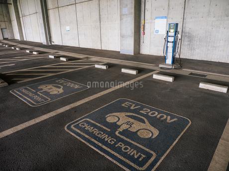 電気自動車 充電スペースの写真素材 [FYI01256657]