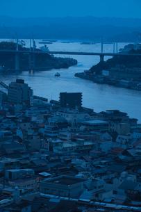 密集した建物と橋の写真素材 [FYI01256825]
