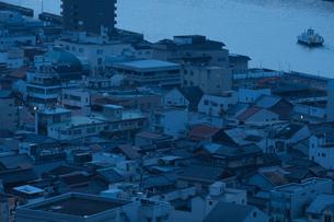密集した建物と川の写真素材 [FYI01256827]