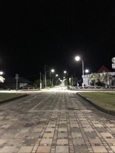 夜の道の写真素材 [FYI01257109]