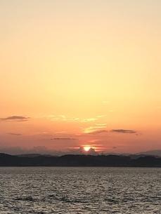 海と夕日の写真素材 [FYI01257124]