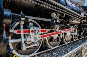 蒸気機関車の車輪の写真素材 [FYI01257306]