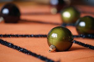 緑色の光沢のある玉の写真素材 [FYI01257489]