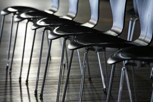 沢山の椅子の写真素材 [FYI01257501]