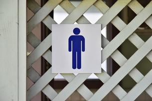 男性用のトイレの表示の写真素材 [FYI01257530]