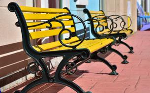 黄色いベンチの写真素材 [FYI01257535]