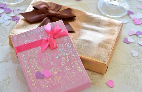 リボンの付いたプレゼントの写真素材 [FYI01257538]