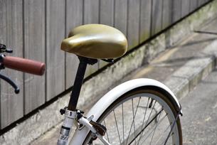 路上の自転車の写真素材 [FYI01257542]