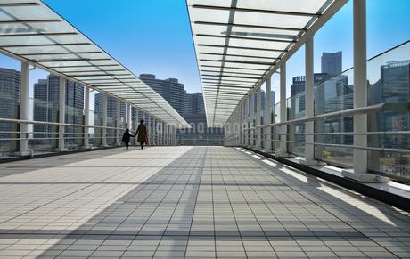 都市の歩道の写真素材 [FYI01257568]